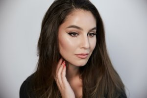 EASY Soft Wing – Day to Night Makeup